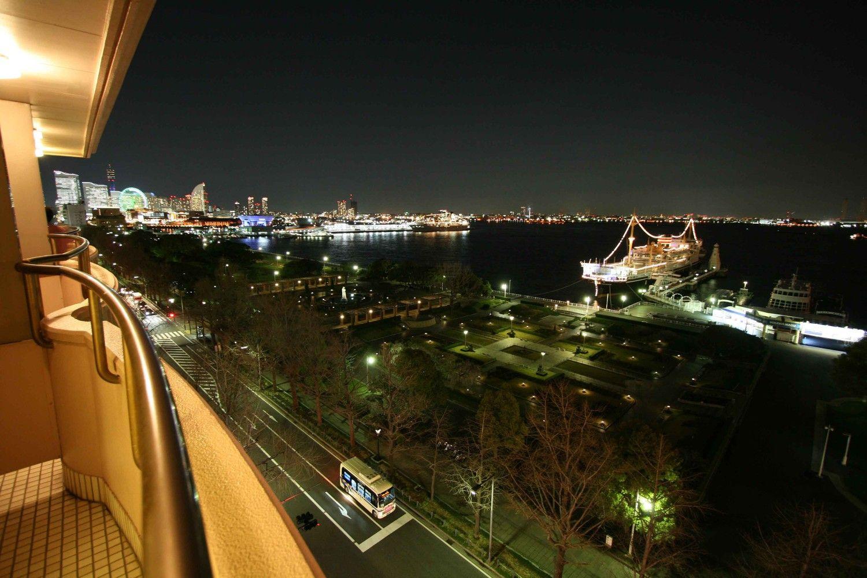 La vista hacía el balcón. [Priv.] Yamashita_koen_from_above_night